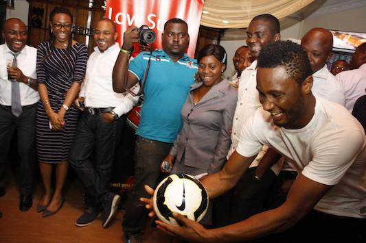 Mikel-Obi-visits-Nigerian-Breweries-6