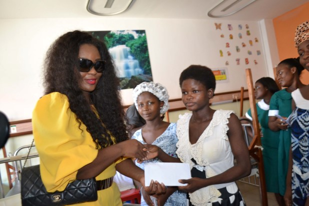 Jackie-Appiah-Celebrates-Birthday-With-Less-Priviledged-YabaLeftOnline-com-07