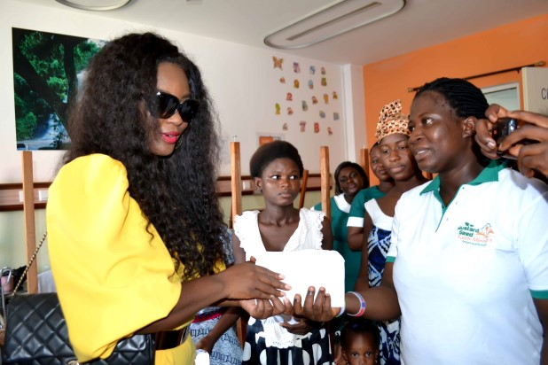 Jackie-Appiah-Celebrates-Birthday-With-Less-Priviledged-YabaLeftOnline-com-08