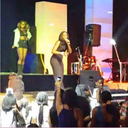 Pregnant-Tiwa-Savage-on-stage-YabaLeftOnline-com-05
