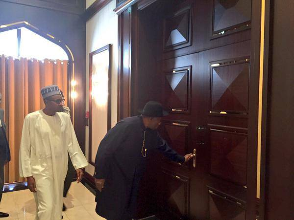 Former President Jonathan Showing Buhari His Way Around The Aso Villa