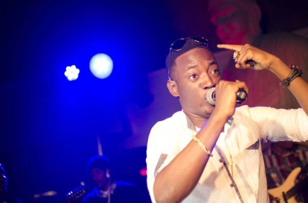 Unilag Students Steals From Olamide and Dammy Krane During Live Performance