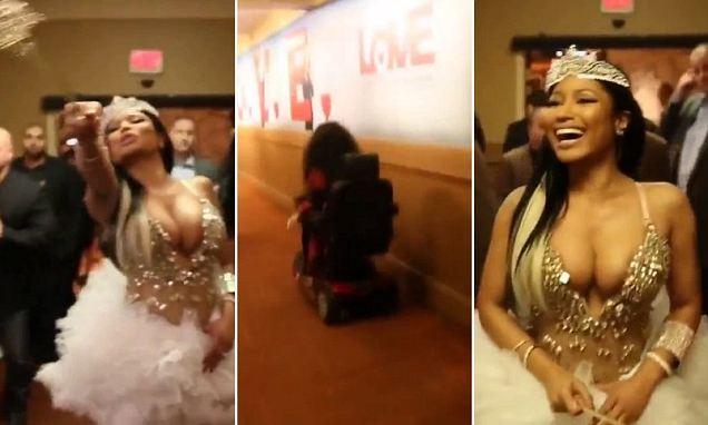 Nicki Minaj Walk