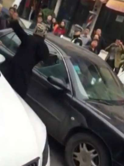 Woman-smashes-her-cheating-husbands-car-up-with-him-and-his-mistress-inside-1-