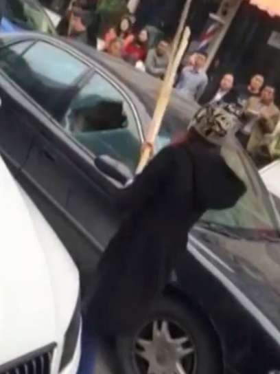 Woman-smashes-her-cheating-husbands-car-up-with-him-and-his-mistress-inside-2-