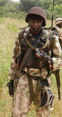 nigerian-army-radioman1