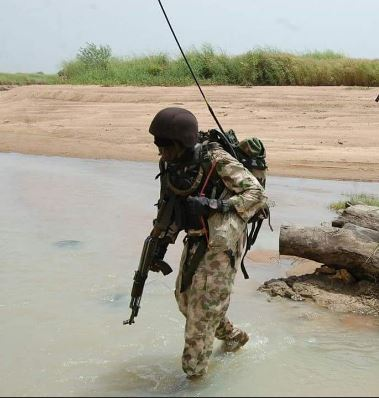 nigerian-army-radioman2