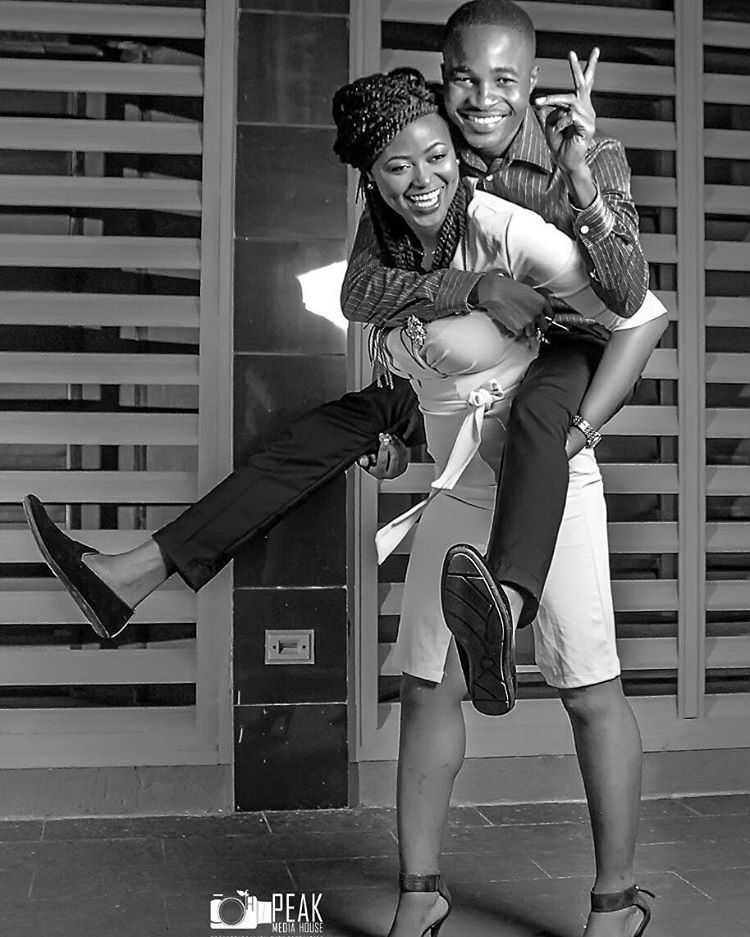 Photo Gallery Nigerian Wedding: Overjoyed Nigerian Bride Carries Ger Fiance On Her Back In