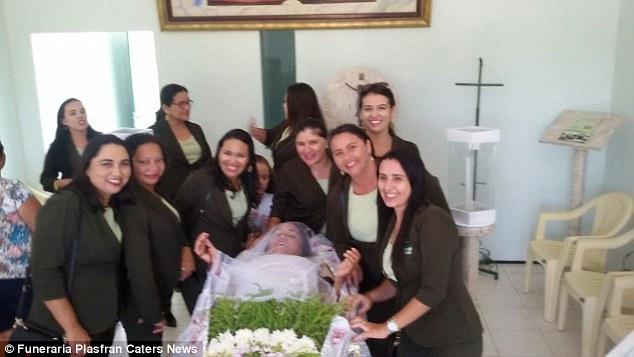 vera-funeral2