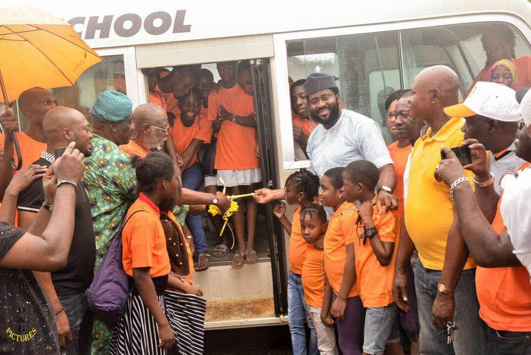 desmond elliot free school bus