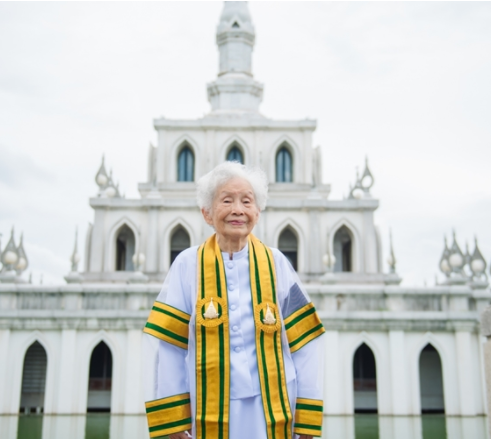 91 year old grandma bags bachelor's degree