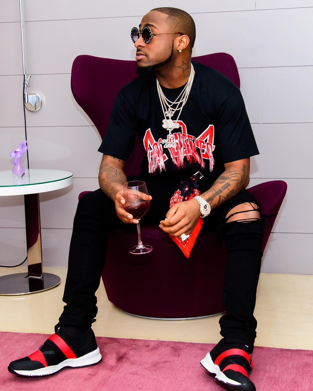 Davido leaks the nude picture a female fan sent to him on