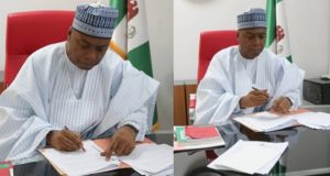 Bukola Saraki signs National Minimum Wage Bill