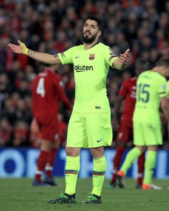 Luis Suarez slams Barcelona teammates