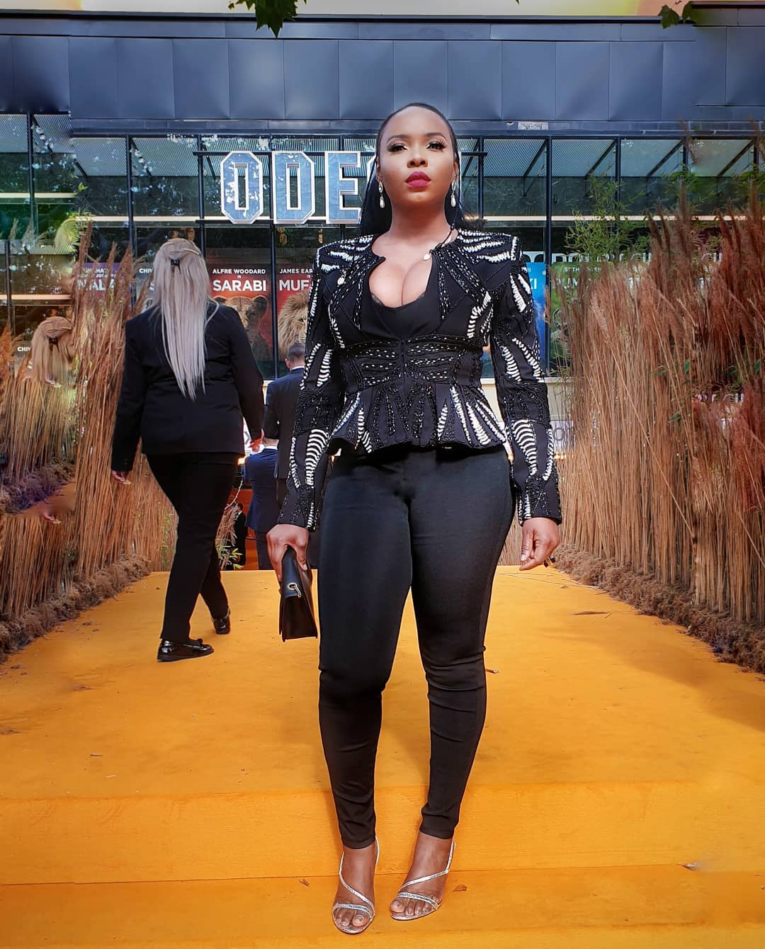 Yemi Alade meets Beyonce and Jay Z at movie premiere in London (Video) - YabaLeftOnline