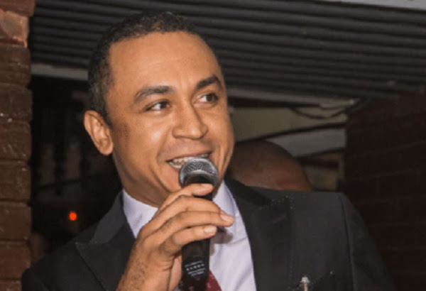 Daddy Freeze begs