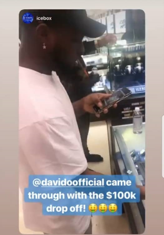 Davido deposits over N35 million to get 30BG jewelries for his gang members in US (Photo)