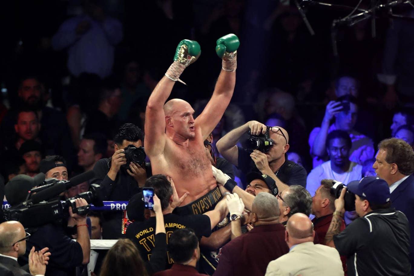 Tyson Fury defeats Deontay Wilder