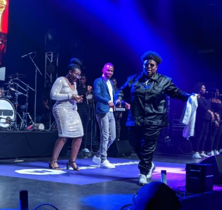 Man proposes to girlfriend at Teni billionaire concert in London (Video)