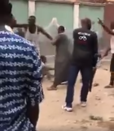 Residents mob SARS officers