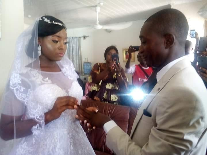 Nigerian couple wed inside their living room due to lockdown (Photo)