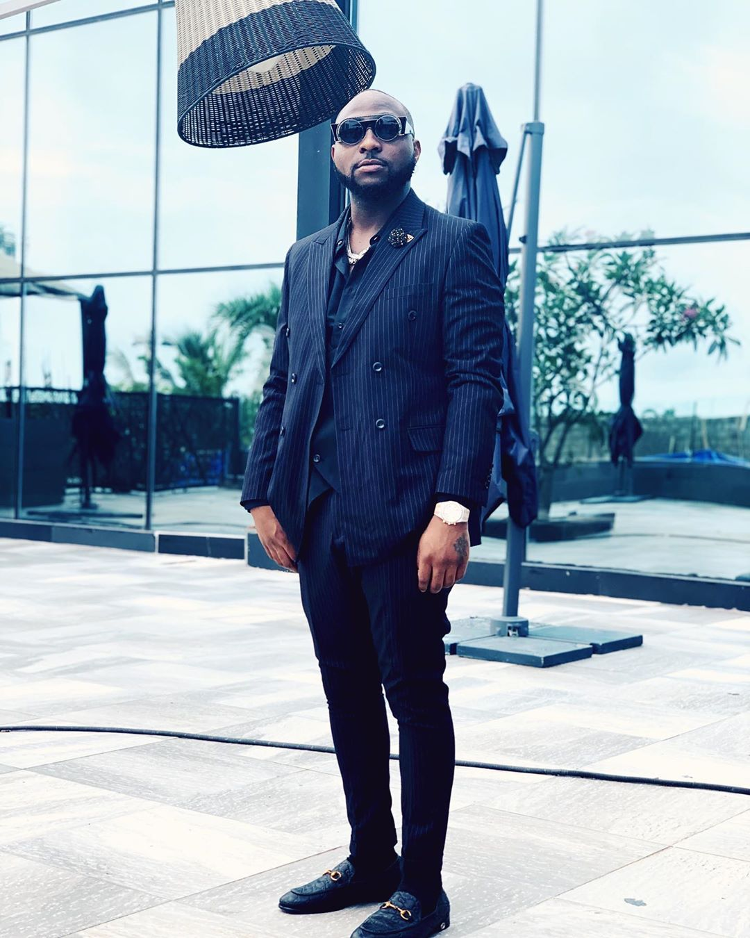 No wear suit Again Abeg – man mocks Davido