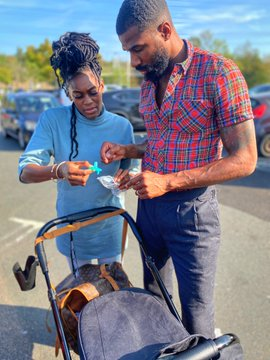 """Mike wfe son """"He who is faithful with little will be trusted with much more """" – Mike Edwards appreciates his wife and newborn baby"""