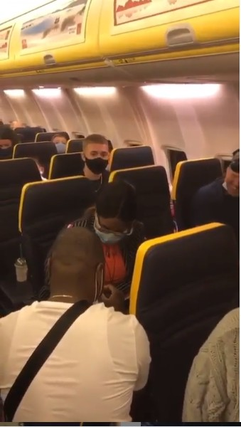 man engage flight Nigerian man engages his girlfriend onboard international flight