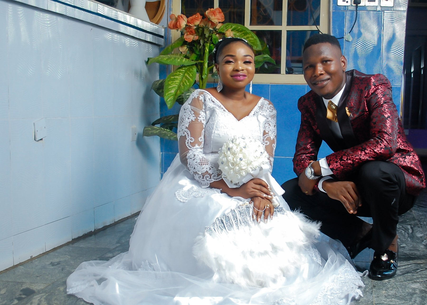 """weddign 1 """"Marriage is sweeter when you marry the right person"""" – Nigerian Man Writes As He Celebrates His One Year Wedding Anniversary"""