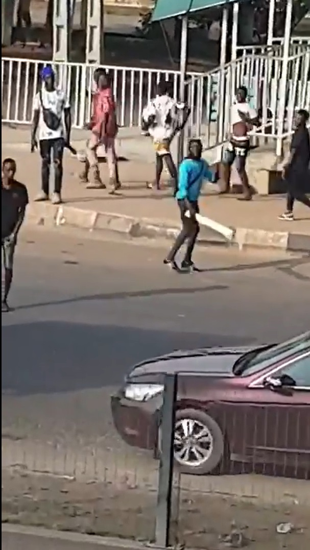 plotest 1 Armed thugs hijack protest in Alausa, Lagos State (VIDEO)