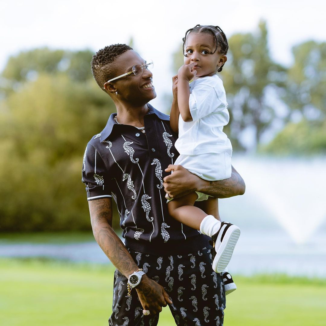Moment Wizkid cautioned his son, Zion against drinking alcohol (WATCH)