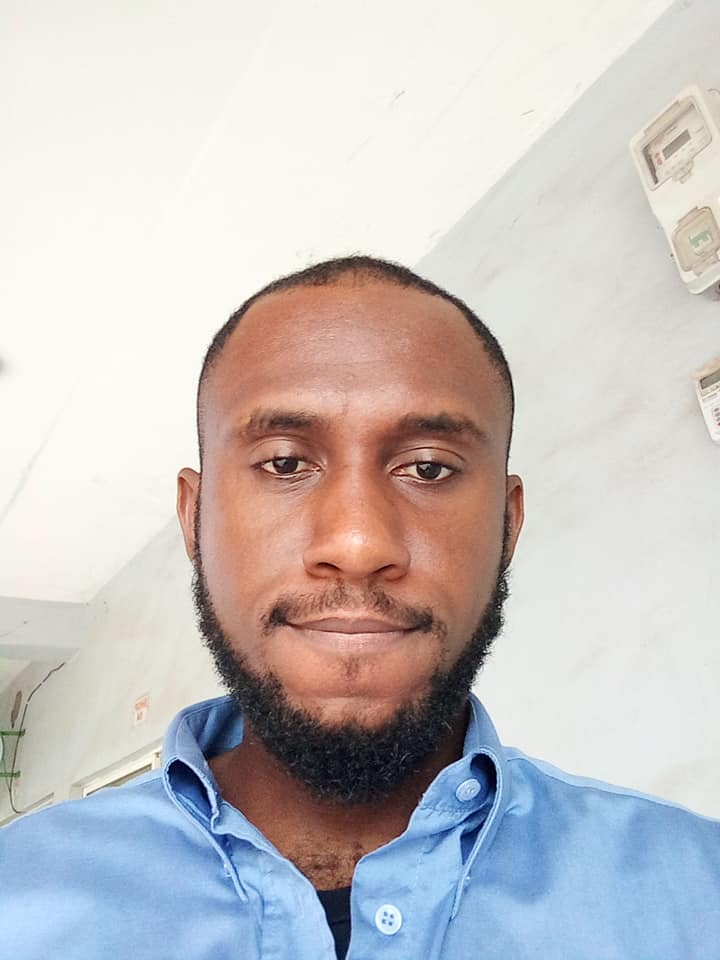 Nigerian man shows