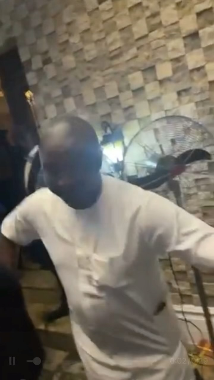 "Akin Alabi explains why he sprayed ""only N9k"" at Obi Cubana' mum's funeral  - YabaLeftOnline"